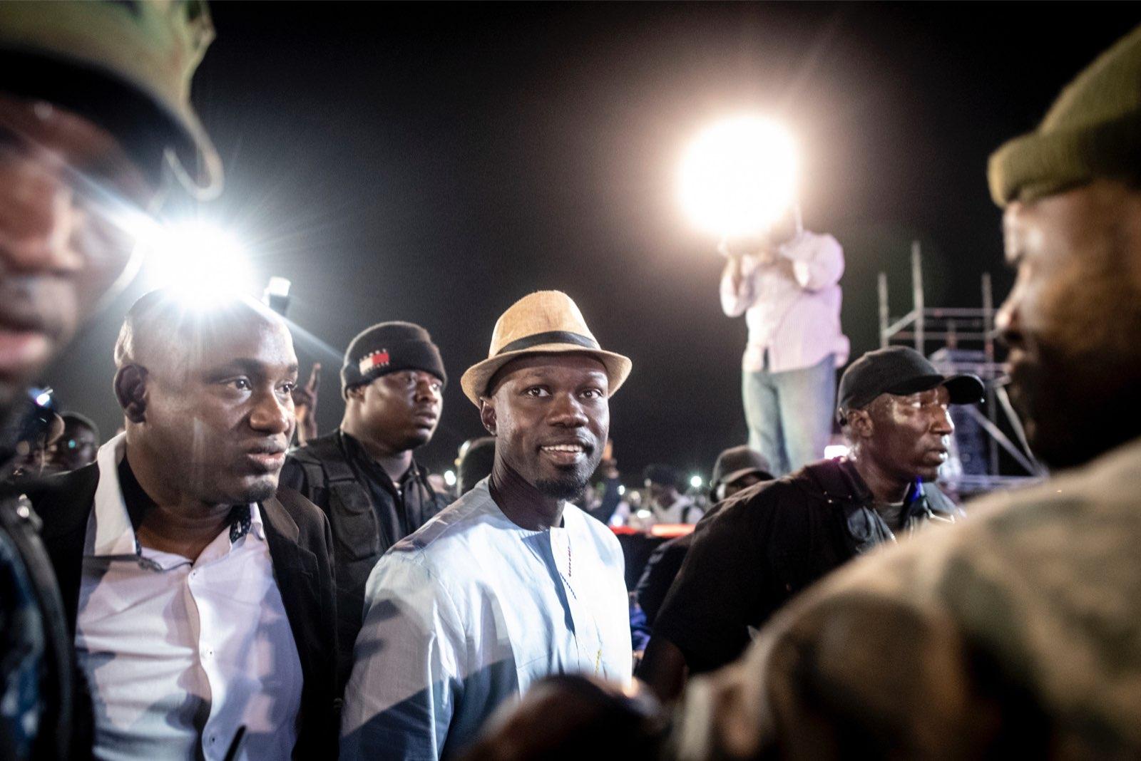 Ousmane Sonko à son arrivée à l'un de ses derniers meetings, pour la présidentielle 2019 au Sénégal.