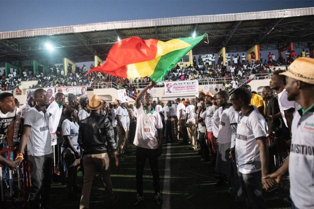 Le drapeau sénégalais brandit lors d'un meeting d'Ousmane Sonko, pendant la campagne de la présidentielle 2019.