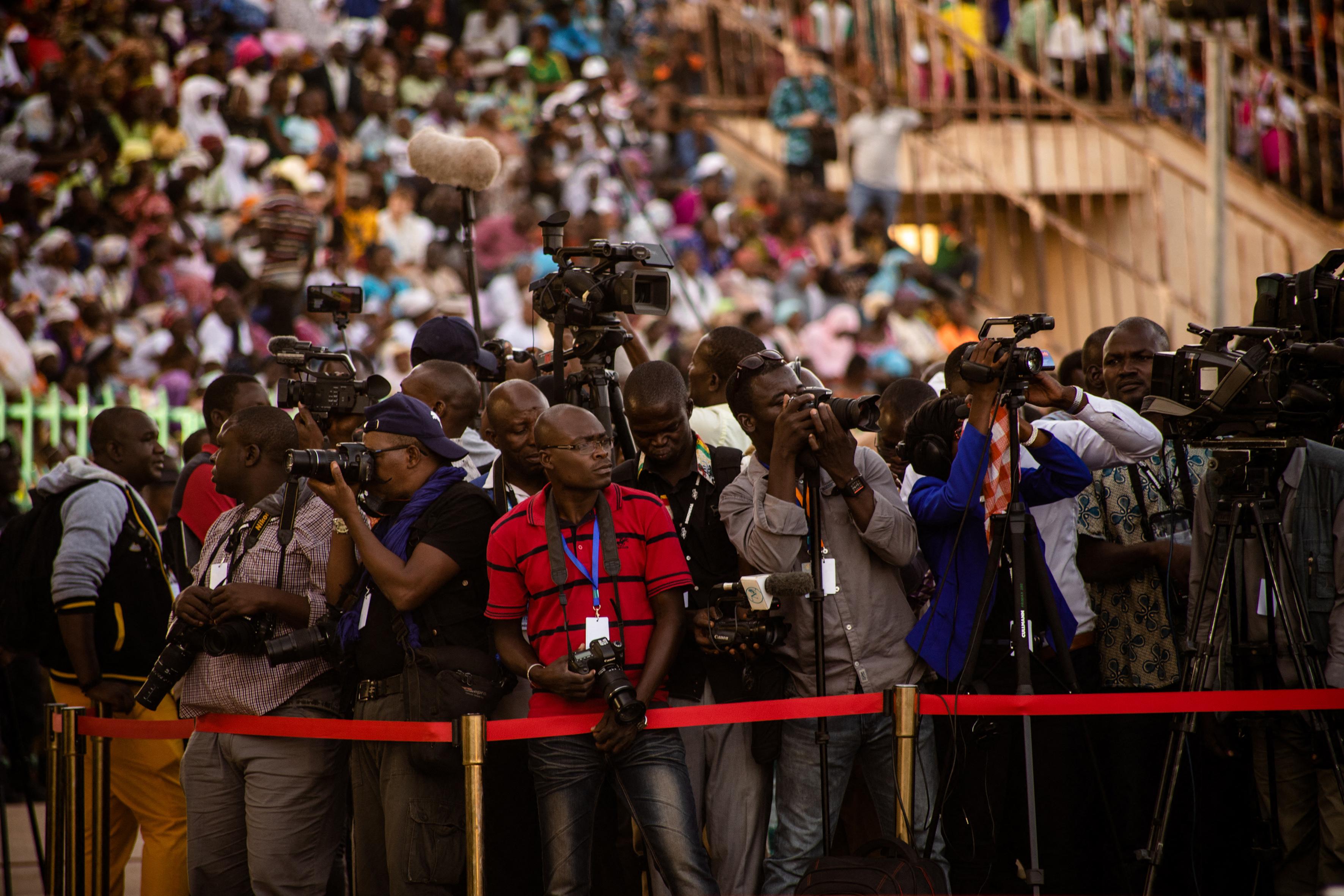 Journalistes venus couvrir la cérémonie d'ouverture du FESPACO au Stade Municipal de Ouagadougou.