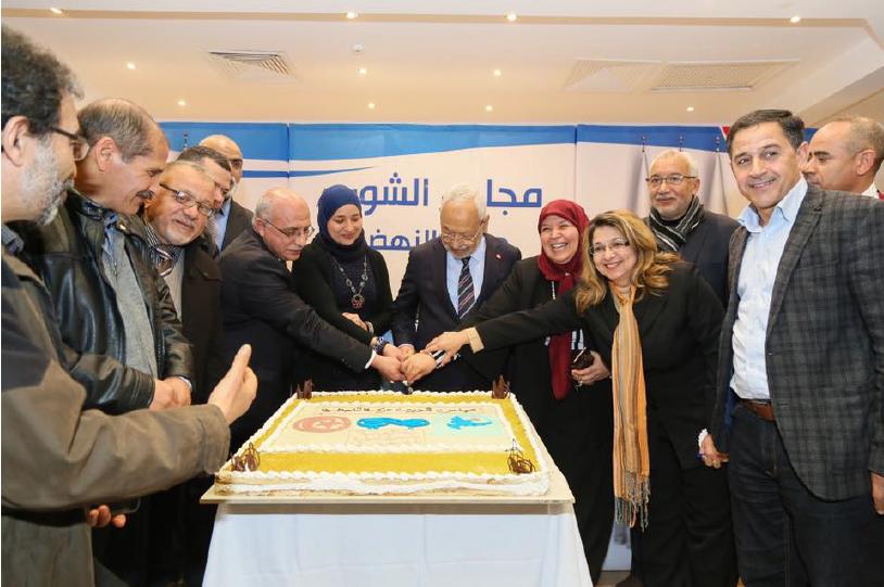 Cérémonie de lancement du service d'adhésion «à distance» d'Ennahdha (au centre, le président Rached Ghannouchi).