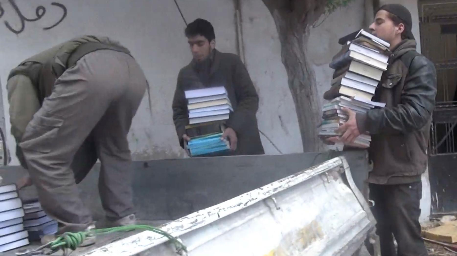 Capture d'écran du documentaire «Daraya, la bibliothèque sous les bombes»