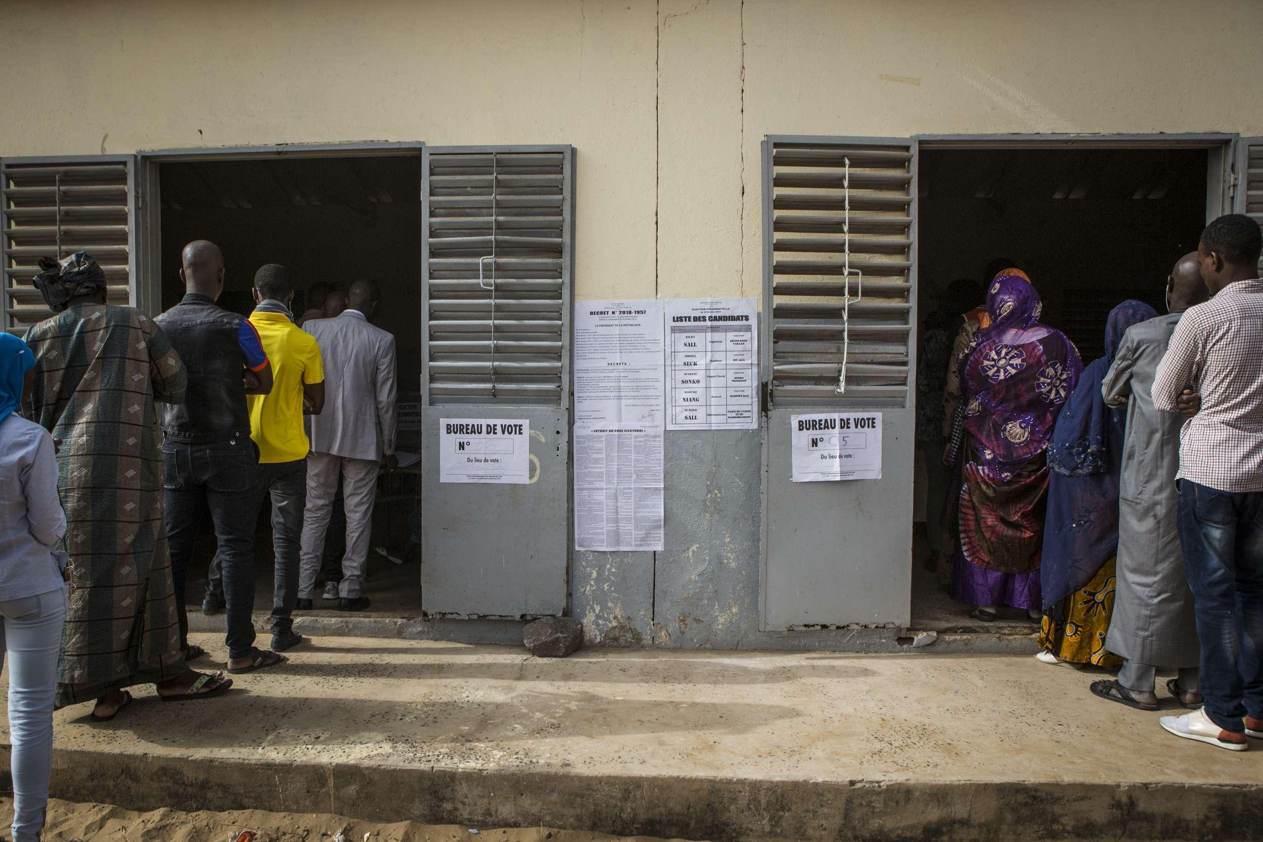 Dans un bureau de vote de Dakar, le 24 février 2019.