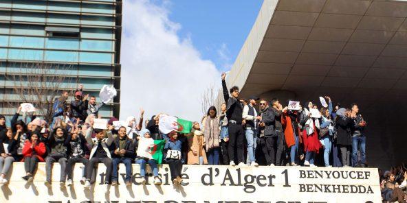 Des étudiants de la faculté de médecine, le 26 février à Alger.