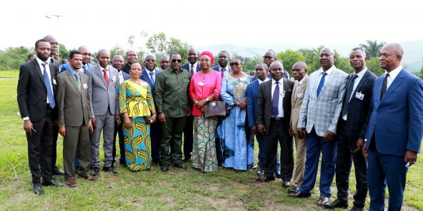 Joseph Kabila (au centre, en vert) et quelques-uns des dirigeants du Front commun pour le Congo (FCC), à Kingakati, à la fin de février.