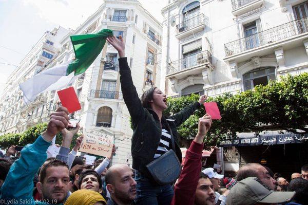 Hania, 24 ans, est devenue une icône du mouvement en Algérie.