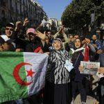Des manifestants contre la candidature du président Abdelaziz Bouteflika à un cinquième mandat, vendredi 1er mars à Alger.