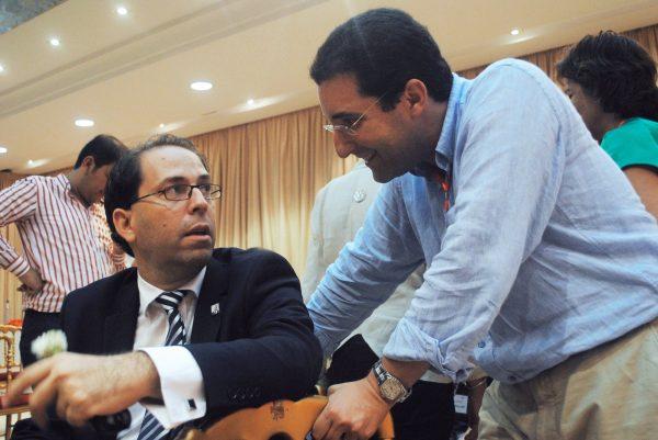 Youssef Chahed (à gauche) avec Selim Azzabi, ancien directeur de cabinet de la présidence.