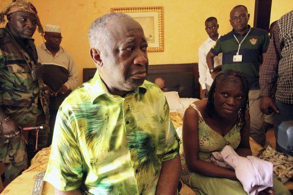 Laurent Gbagbo et son épouse Simone lors de leur arrestation à Abidjan, le 11 avril 2011.