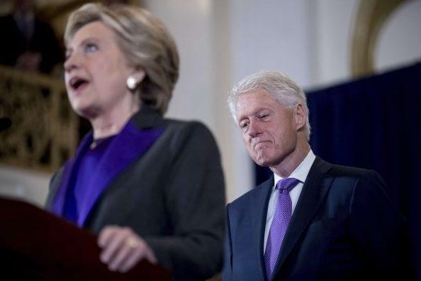 L'ancien président américain Bill Clinton et sa femme Hillary en 2016, lorsque cette dernière était candidate à la présidentielle.