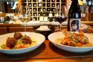 A Paris, le bar-restaurant Table Métis propose des plats végétaliens et des vins sud-africains.