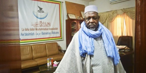 Imam Mahmoud Dicko dans le bureau du Haut conseil islamique, en février 2019.