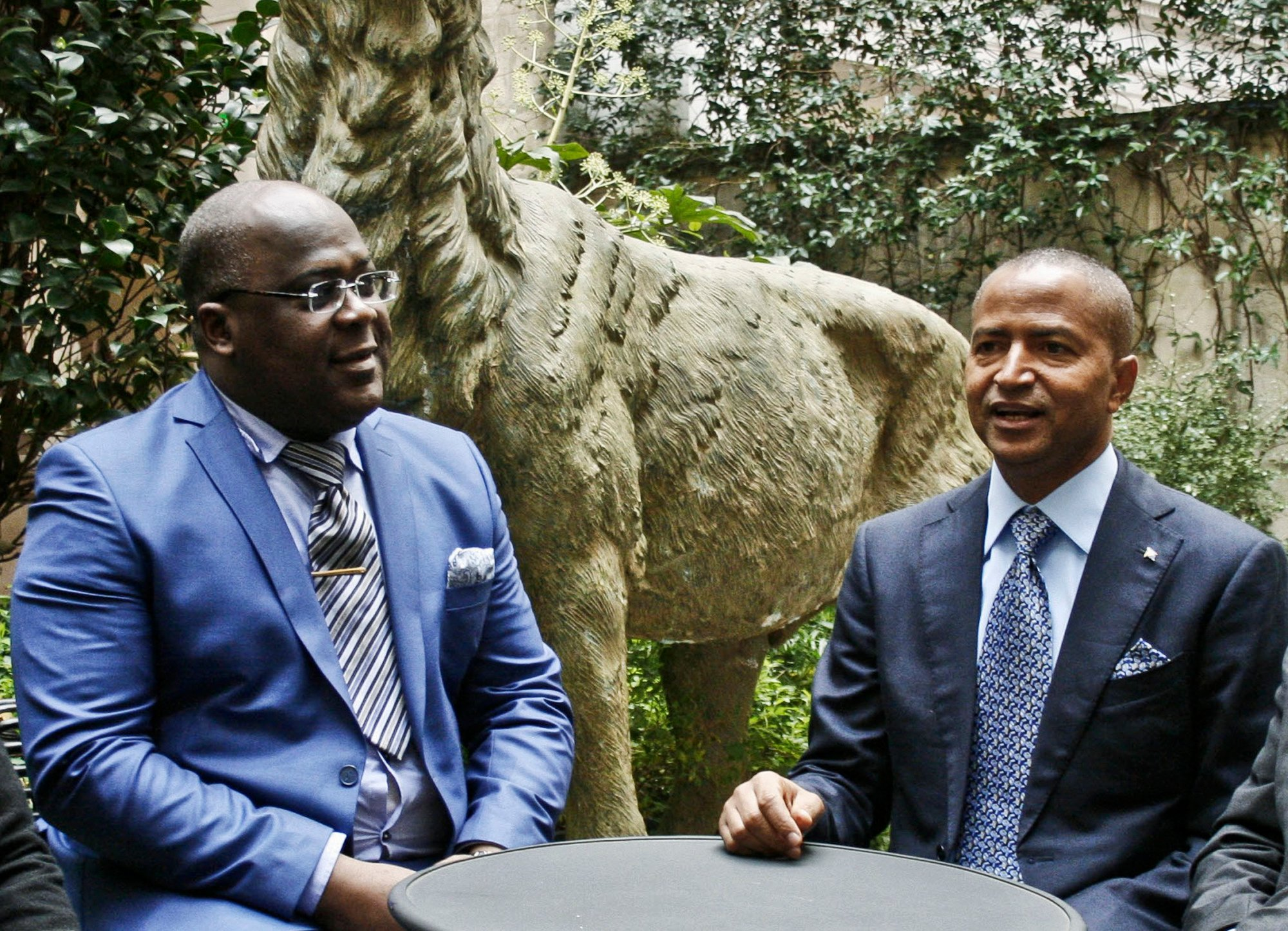 Félix Tshisekedi (à g.) et Moïse Katumbi, à Paris, en décembre2015.