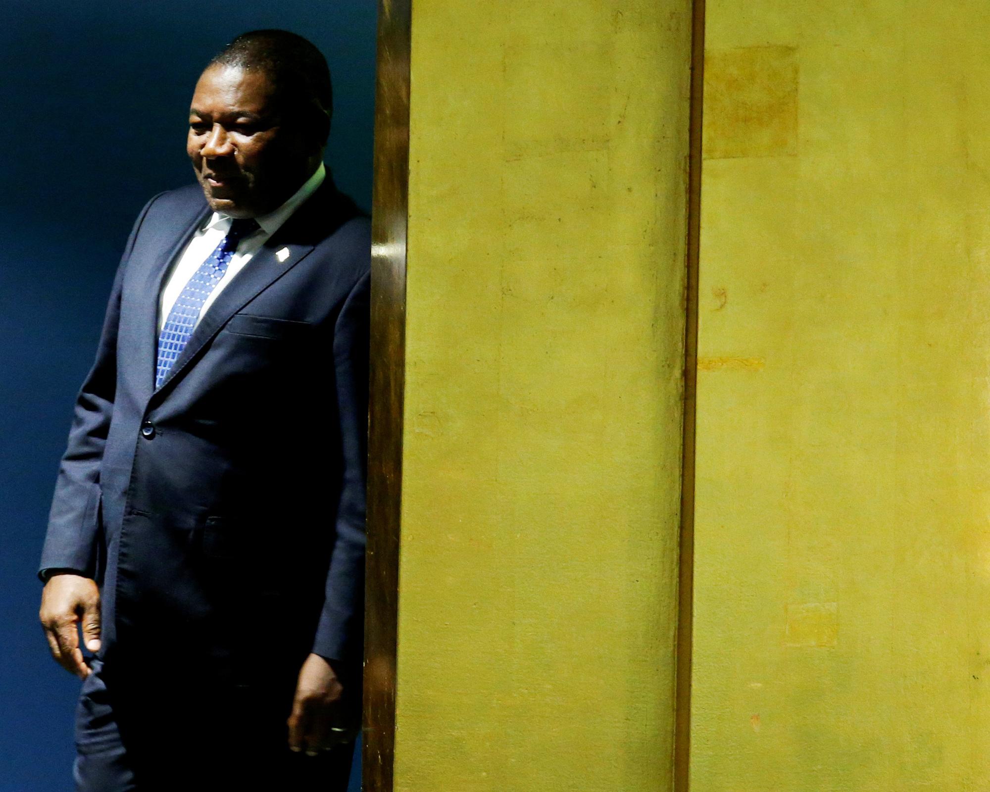 Le président, Filipe Nyusi, était ministre de la Défense à l'époque des faits, mais son nom n'apparaît pas dans la procédure.
