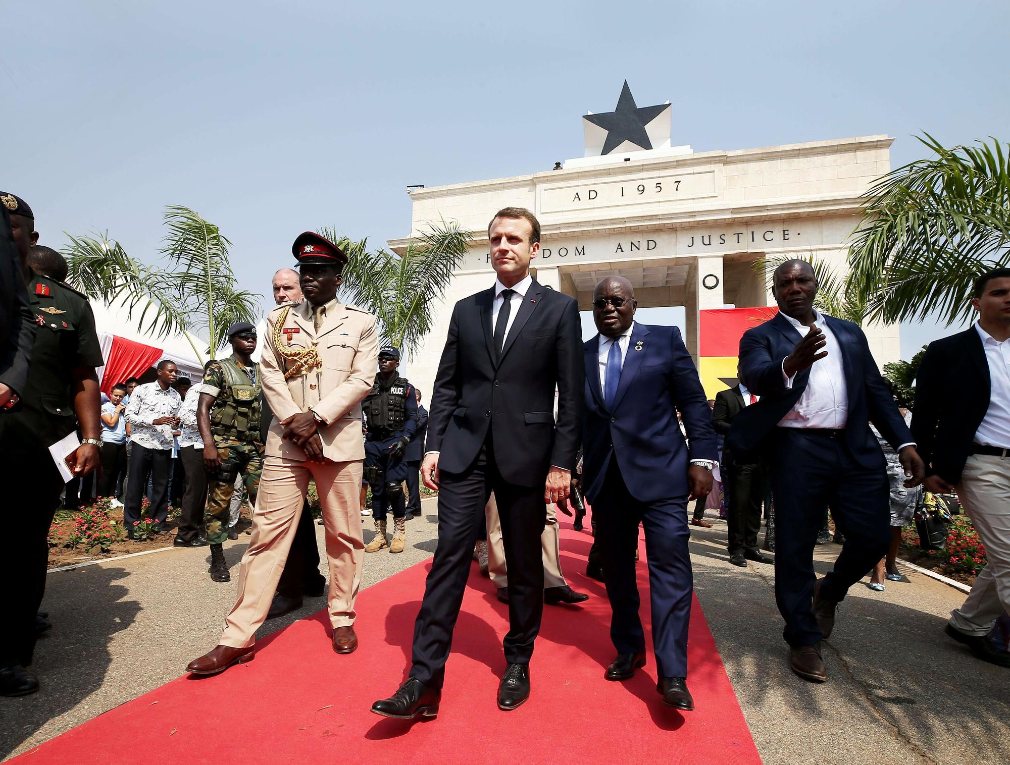 Avec Emmanuel Macron, lors de la visite officielle du président français à Accra, le 30novembre 2017.