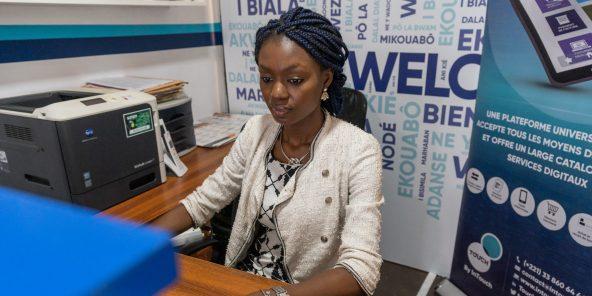 Dans les bureaux de la start-up Touch,plateforme agregeant divers operateurs de paiement sur mobile