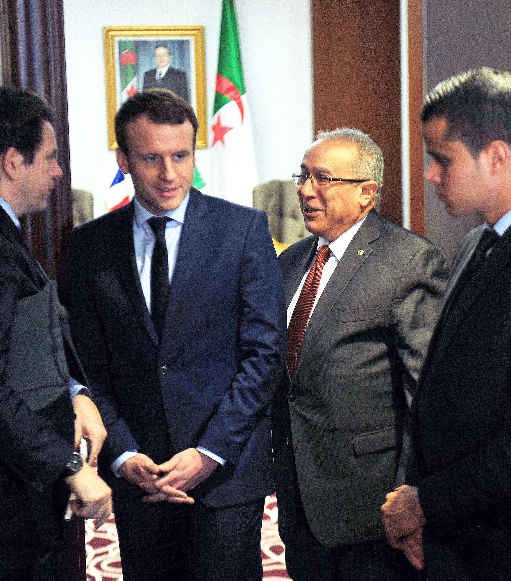 Le président français Emmanuel Macron (à g.) avec Ramtane Lamamra, alorsministredes Affaires étrangères, en février2017, à Alger.