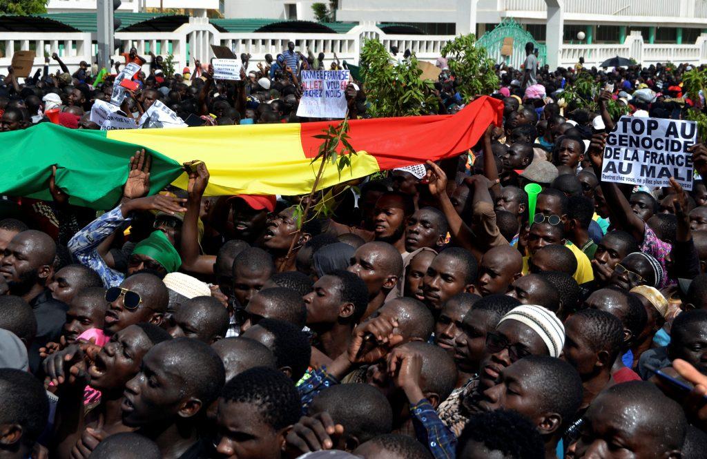 Le 5 avril 2019, plusieurs milliers de personnes ont manifesté à Bamako pour dénoncer l'incapacité de l'État et de la communauté internationale à mettre un terme aux violences intercommunautaires et à l'insécurité.