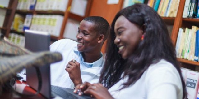 Au Maghreb comme en Afrique subsaharienne, les écoles de commerce investissent de plus en plus dans les cours en ligne. Reste à faire tomber certaines barrières du côté des enseignants et des étudiants.