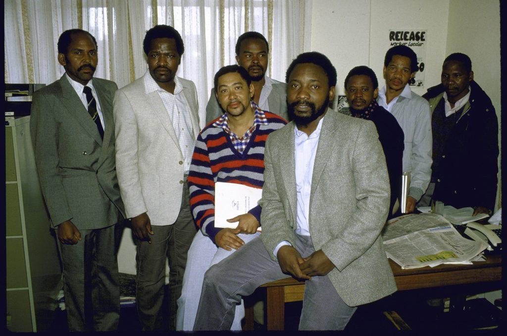 Le jeune leader du Syndicat national des mineurs (au premier plan) entouré de travailleurs, quelques mois avant la grande grève de 1987.