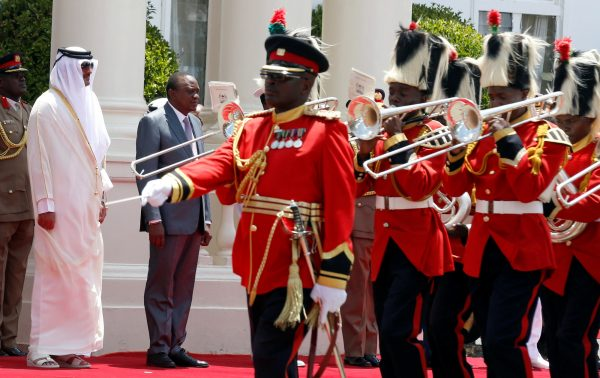 Le président Kenyatta ici avec  l'émir qatari Tamim Ben Hamad Al-Thani  s'est rendu quatre fois à Doha depuis le début de son mandat