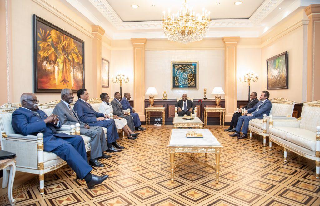 Le Président de la République S.E. Ali Bongo Ondimba a reçu en audience ses conseillers politiques.Posté le : 01/04/2019© Présidence du Gabon