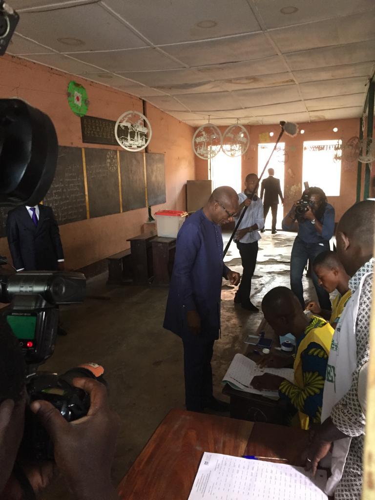 Le président Patrice Talon accomplissant son devoir civique à Cotonou, lors du scrutin législatif du dimanche 29 avril 2019.
