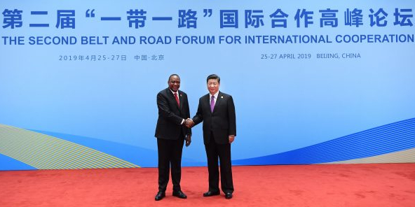 Le président kényan Uhuru Kenyatta et Xi Jinping, président chinois, à Pekin lors du second Belt and Road Forum for International Cooperation, le 27 avril 2019.