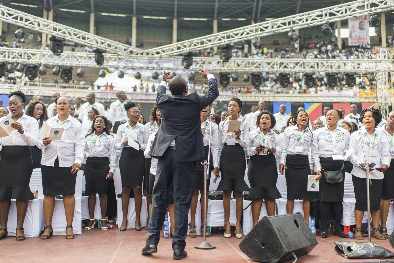 La chorale des funérailles d'Étienne Tshisekedi au stade des martyrs à Kinshasa samedi 1er juin 2019.