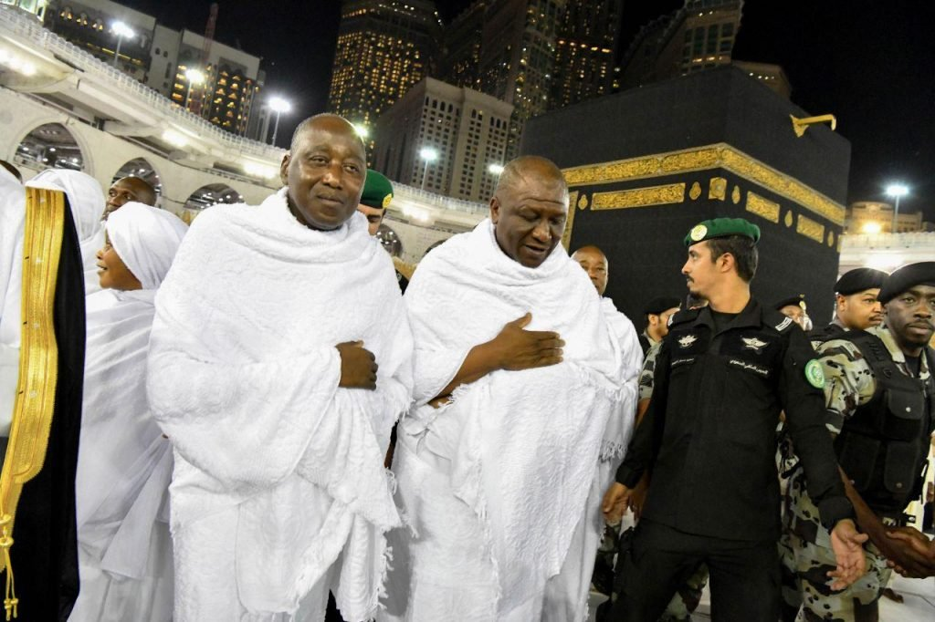 Amadou Gon Coulibaly (d.), Premier ministre ivoirien, et Hamed bakayoko, ministre de la Défense, à la Mecque
