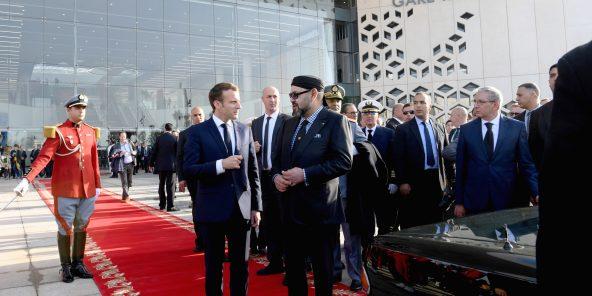 Le président français Emmanuel Macron et le roi Mohammed VI lors de l'inauguration de la ligne, dans la capitale le 15 novembre.