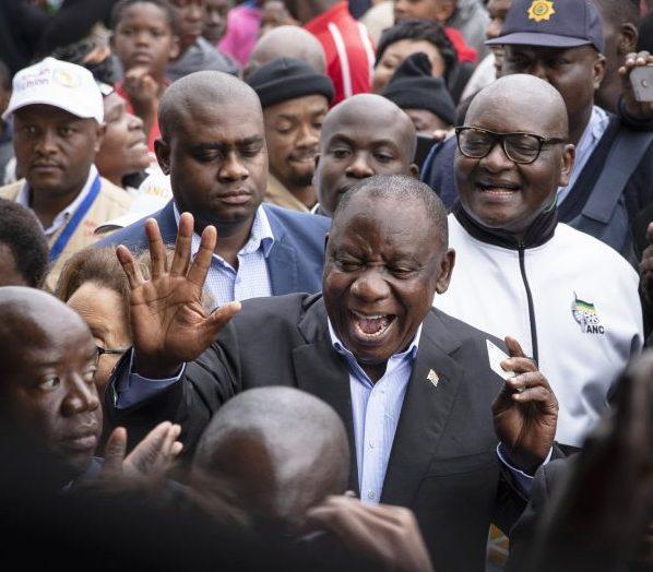 Le chef de l'État et de l'ANC, Cyril Ramaphosa, le jour du vote, à Soweto.