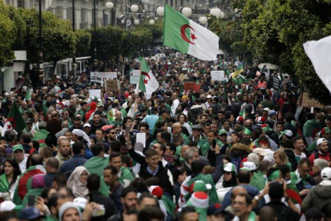 Algérie : premier vendredi de manifestations depuis le début du jeûne de ramadan