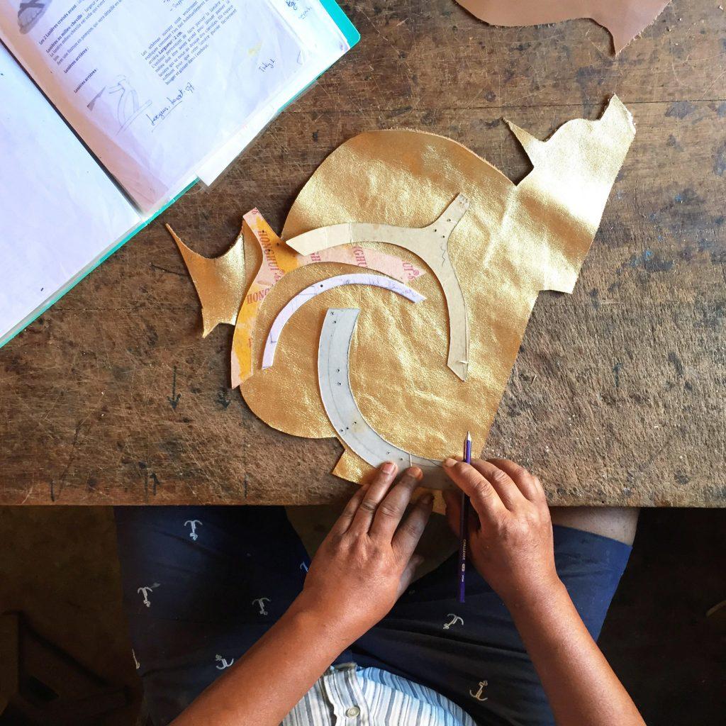 Dans l'atelier de fabrication des sandales Hana, à Madagascar.