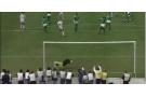La frappe d'Oudjani qui trompe le gardien nigérian, en finale de la Coupe d'Afrique des nations (CAN) 1990 au Stade du 5-juillet d'Alger.