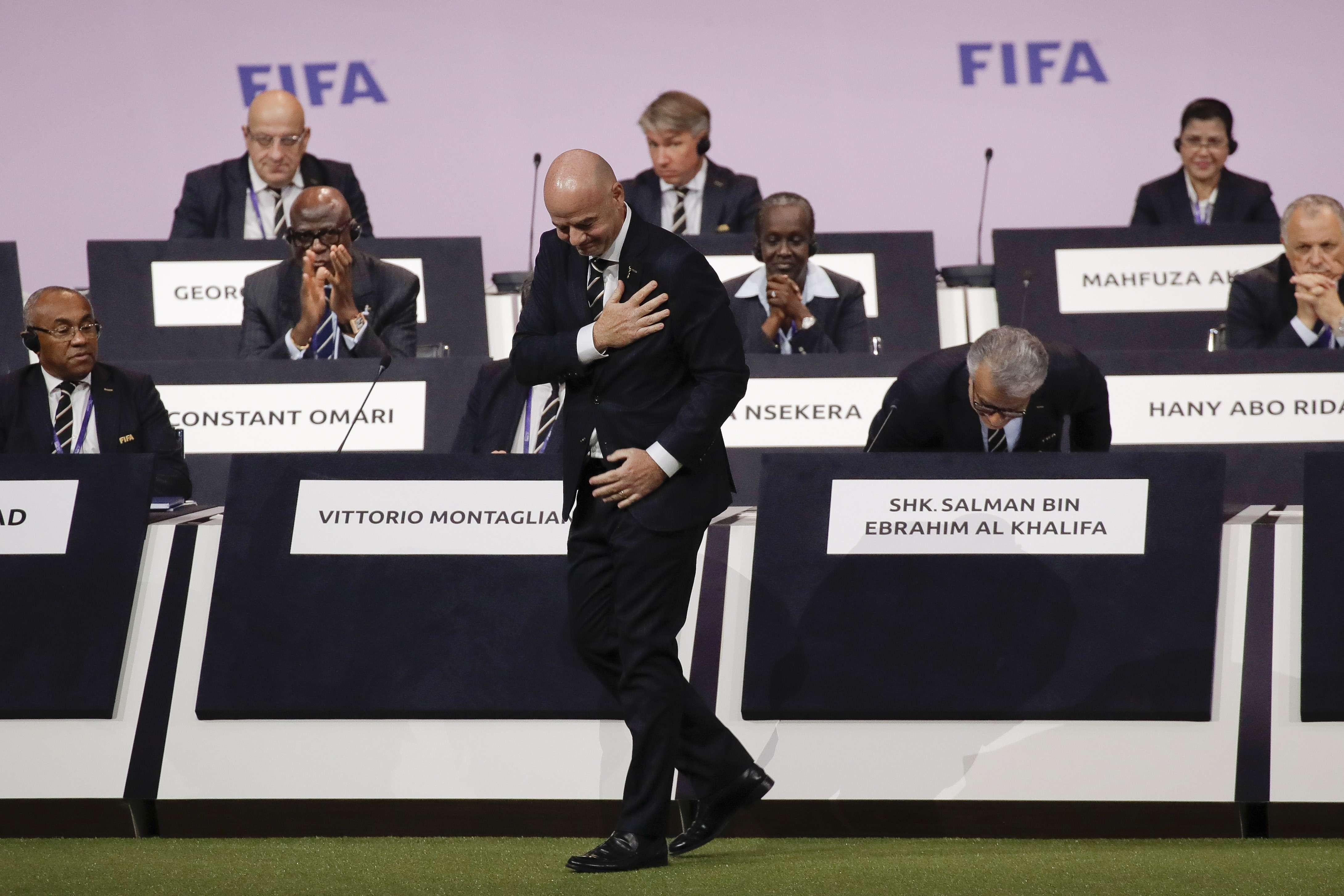 Ahmad Ahmad au premier rang (à l'extrême gauche) lors de la réélection de Gianni Infantino à la tête de la Fifa, mercredi 5 juin à Paris.