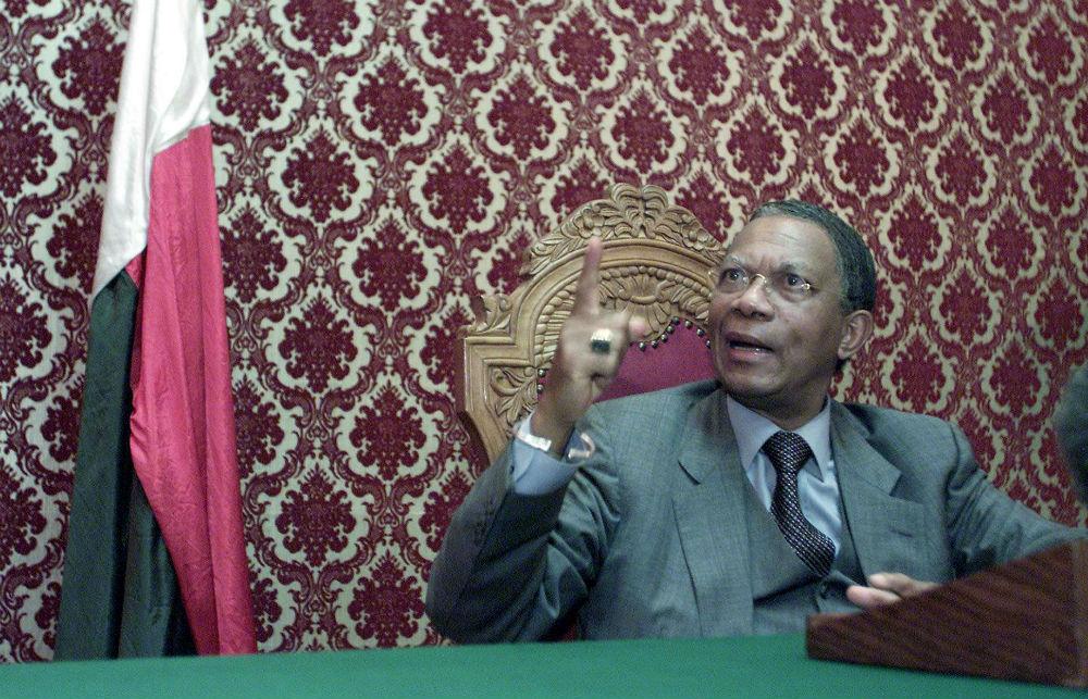 Didier Ratsiraka, en février 2002, lorsqu'il a annoncé l'instauration de la loi martiale (archives).