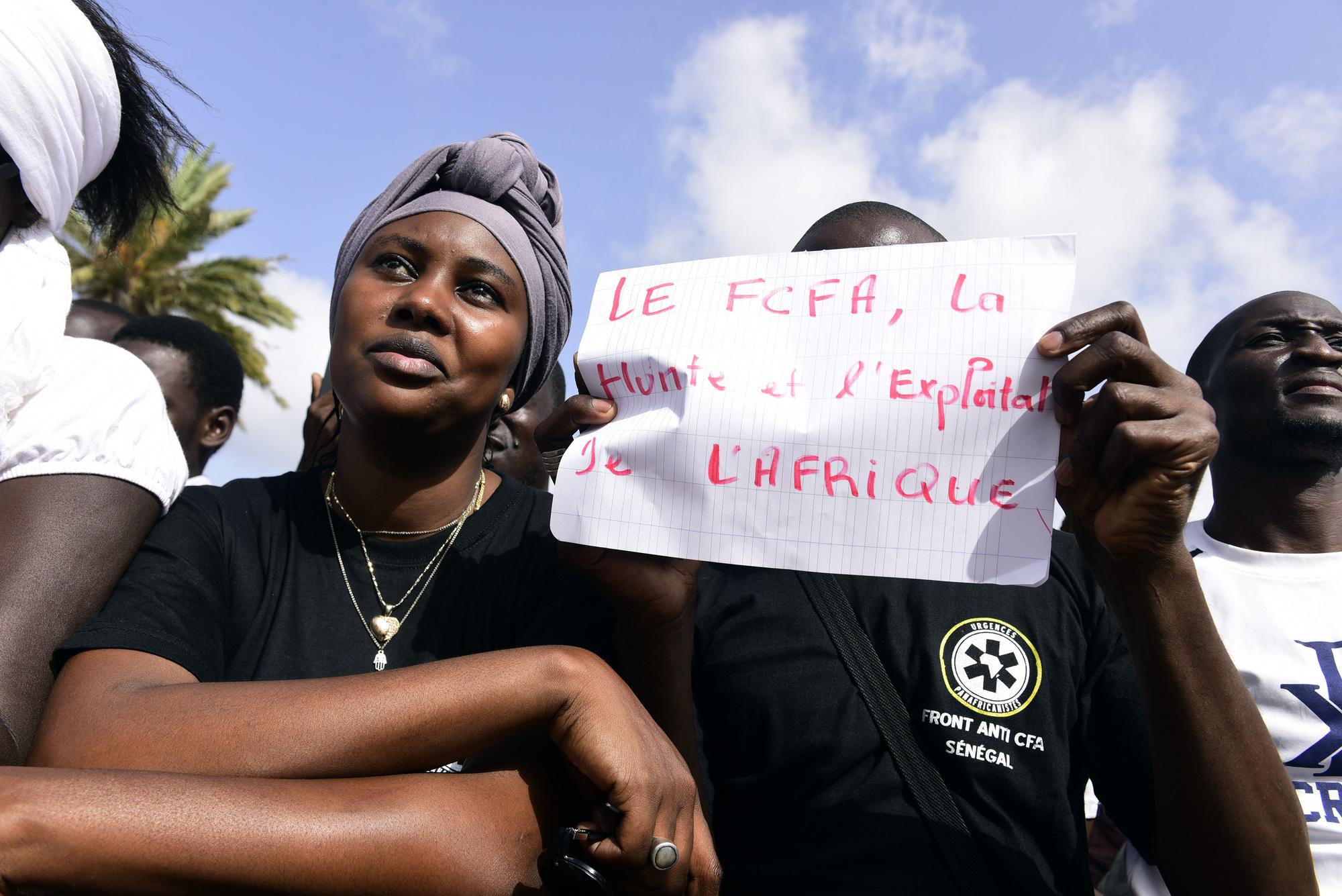 Manifestation hostile au franc CFA, sur la place de l'Obélisque, à Dakar, en septembre2017.