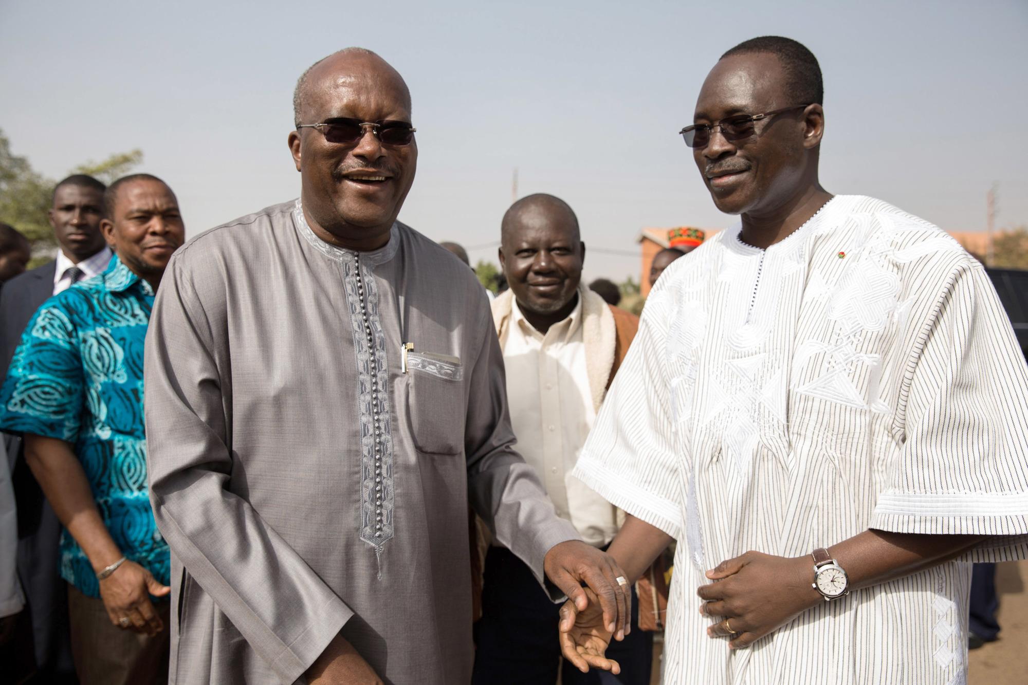 Avec le président Roch Marc Christian Kaboré, lors de l'inauguration de l'avenue Norbert-Zongo, à Ouagadougou, en décembre2015.