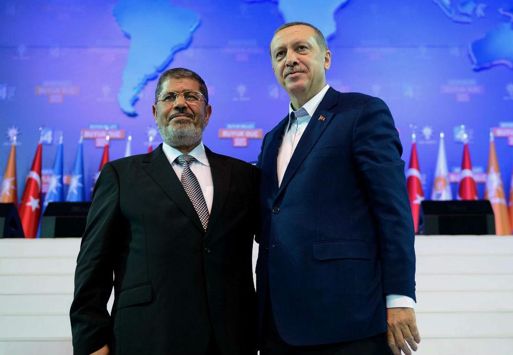 Mohamed Morsi, l'ex-président égyptien, et son homologue turc, Recep Tayyip Erdogan, le 30 septembre 2012 à Ankara.