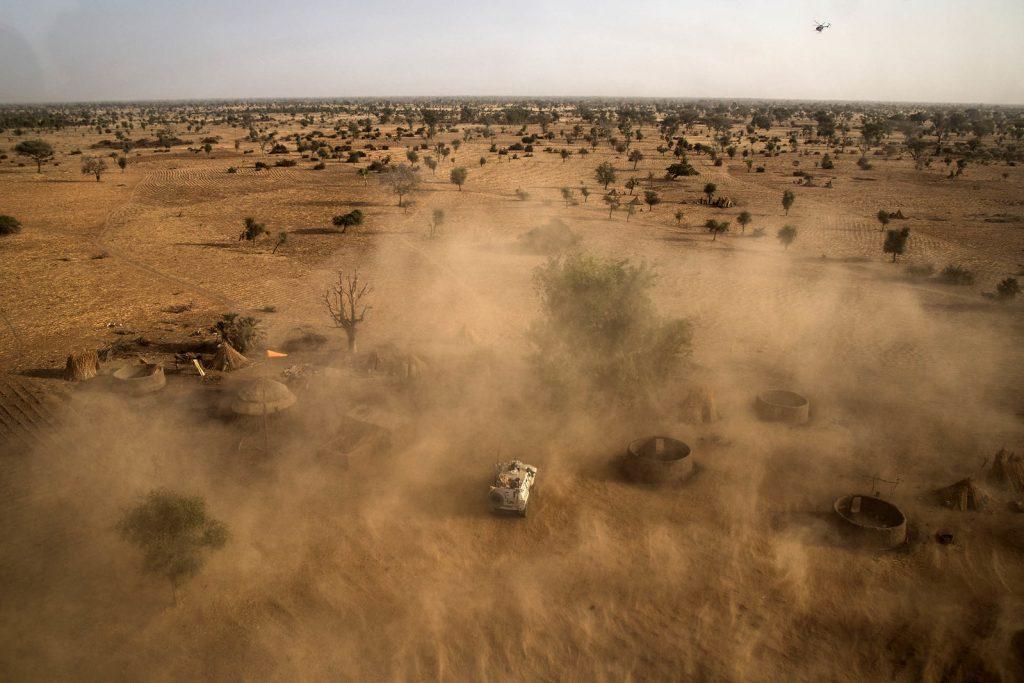 Un véhicule blindé de la Minusma en patrouille dans le cercle de Bankass, dans le centre du Mali, le 21 février 2019.
