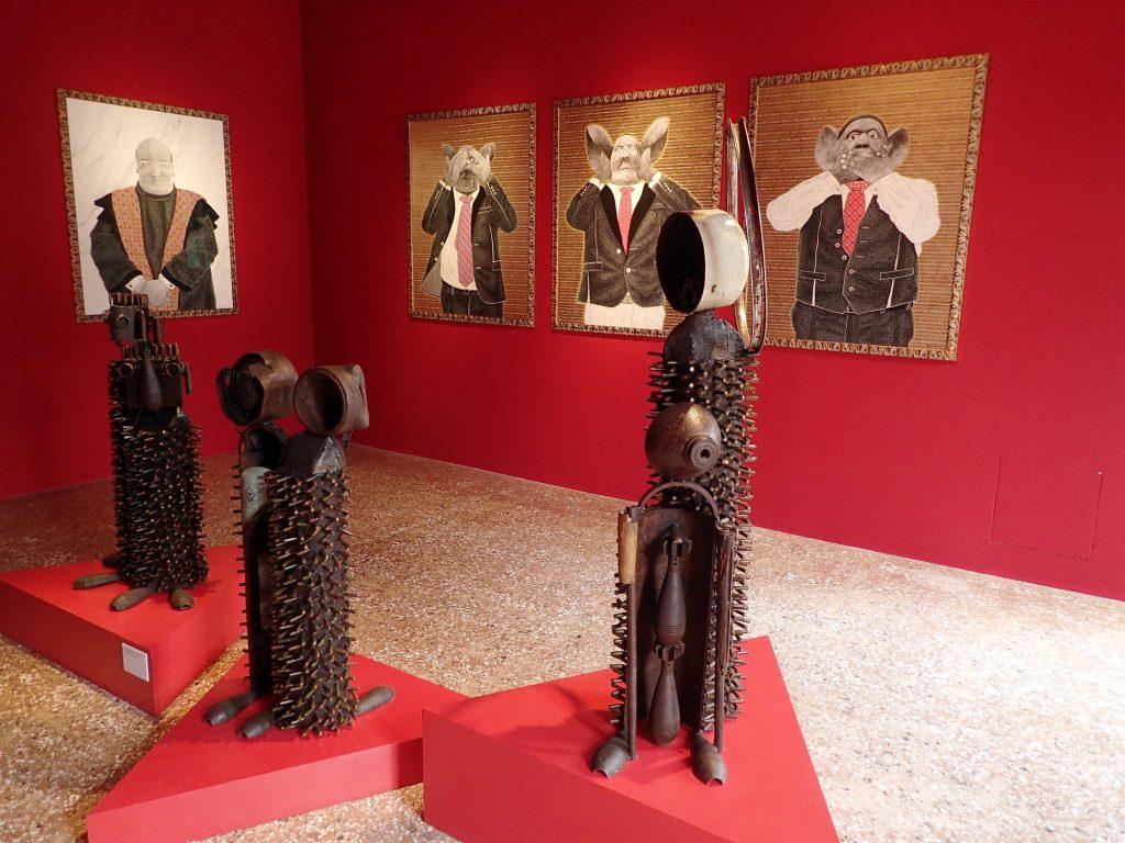 Pavillon du Mozambique. Sculptures de Gonçalo Mabunda et portraits de Filipe Branquinho.