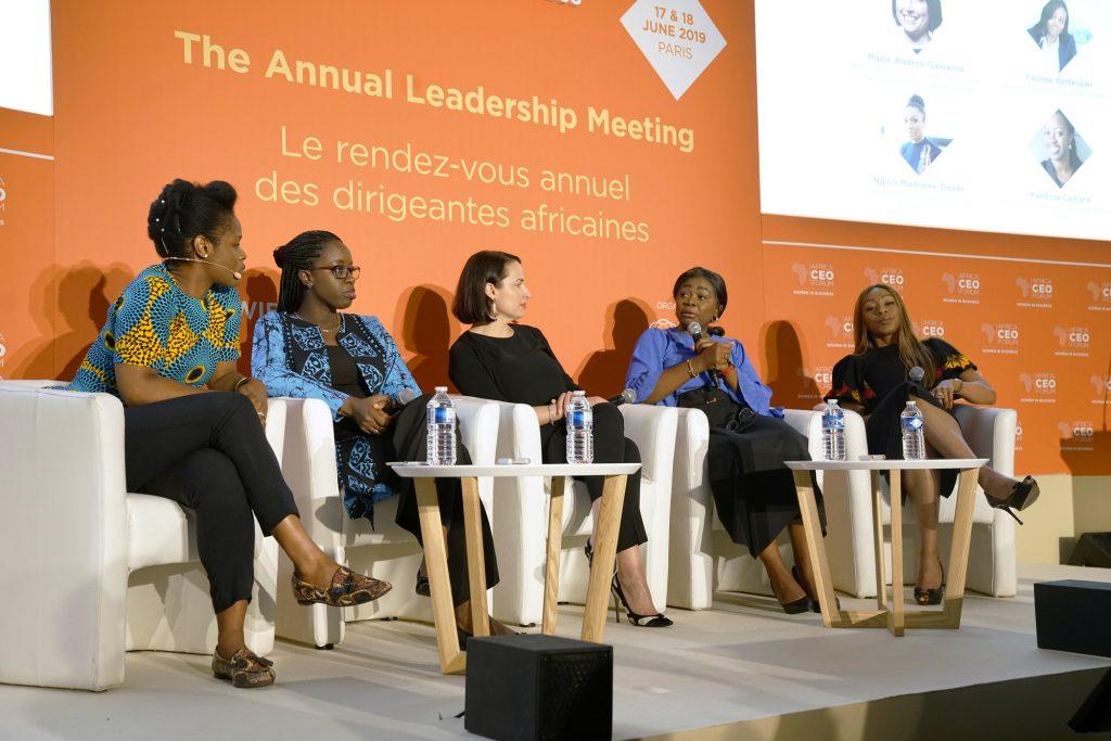 Kamissa Camara, ministre malienne de l'Économie numérique (2e à g.), entourée (de g. à dr.) de Sandra Locoh-Donou, de Lendable; Marie-Andrée Gamache, de Merck Group; Yvonne Bettkober, de Microsoft; et Ngozi Madueke-Dozie, de Kwesé Iflix.