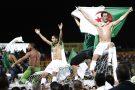 Rafik Saifi, à droite, célèbre la victoire de l'Algérie face l'Égypte lors des qualification pour le Mondial 2010.