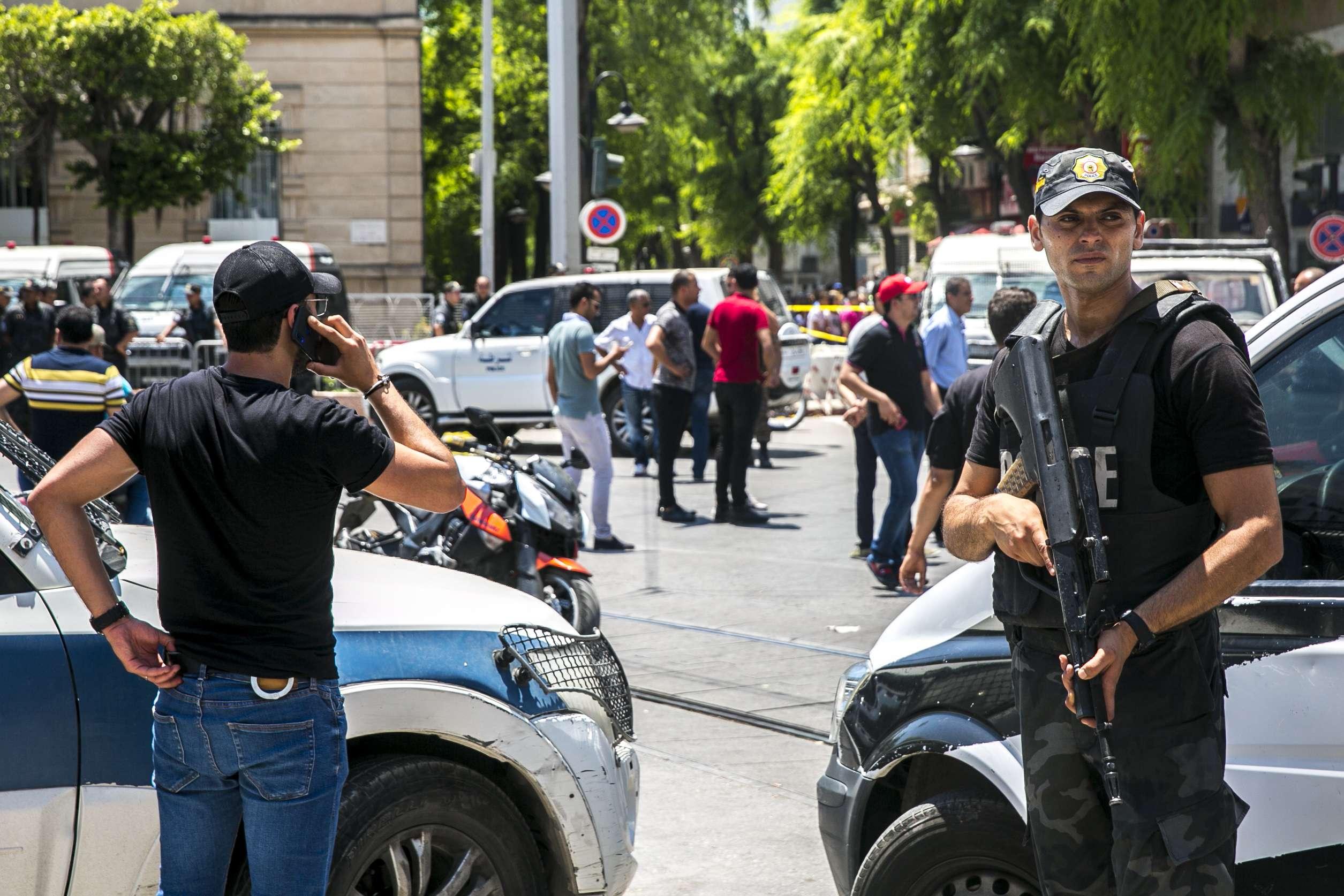Des policiers sur les lieux de l'attentat qui a frappé le centre-ville de Tunis, jeudi 27 juin 2019 (image d'illustration).