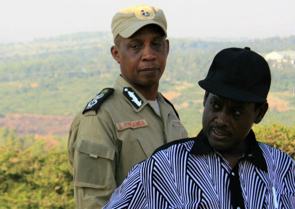 A Gabiro (district de Gatsibo, Est), le commandant général à la retraite Sam Kaka (dr) et le brigadier général George Rwigamba. Tous deux ont participé à la première attaque du FPR, en octobre 1990.