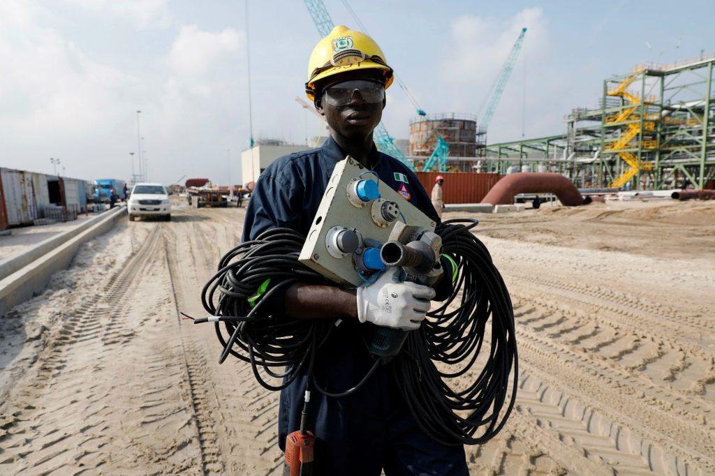 Sur le chantier de la raffinerie Dangote, à Lekki, au Nigeria, en juillet 2018.