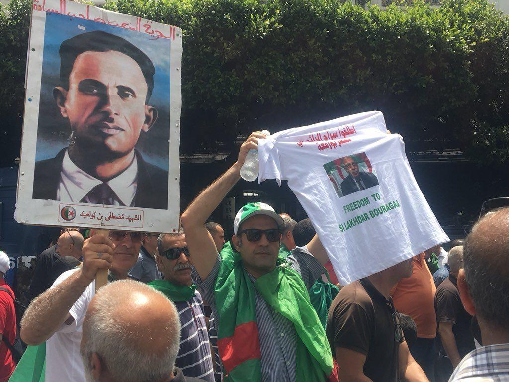Des manifestants commémorant le 57e anniversaire de l'indépendance algérienne, vendredi 5 juillet 2019 à Alger.