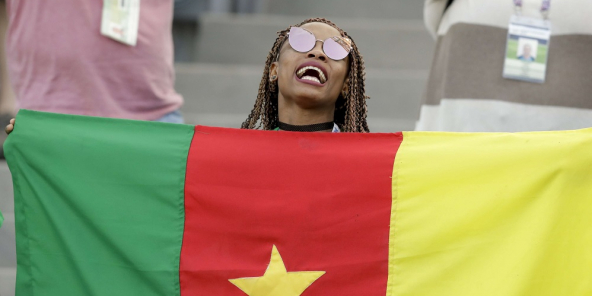 La joie d'une supportrice camerounaise.