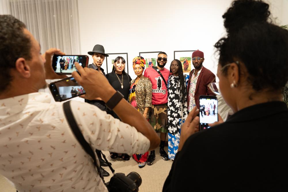 """Vernissage de l'expo photo de l'actrice espagnole Rossy de Palma (""""Amoul Kaname"""") à la galerie OH de Dakar en marge de la Fashion Week."""