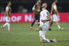 L'Algérien Bensebaini hurle sa joie après la victoire de l'Algérie.